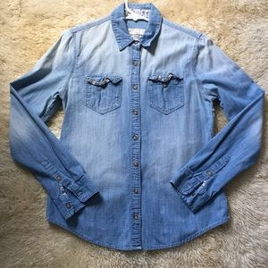 Abercrombie &Fitch chambray button down